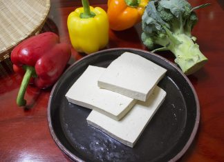 Tofu blokjes met sesamzaad