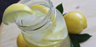 Limonade met kurkuma