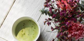 Detox-sap van groene thee, citroen en banaan