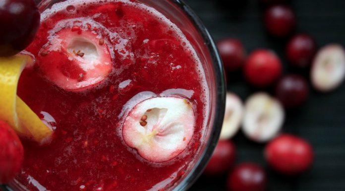 Smoothie met aardbeien en granaatappels