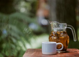 Natuurlijke frisdrank van groene thee en hibiscus