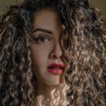 Prachtige krullen met natuurlijke lijnzaad haargel
