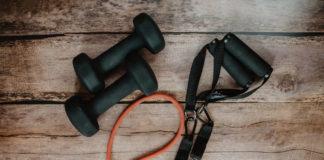 5 Fysieke oefeningen die iedereen thuis kan doen