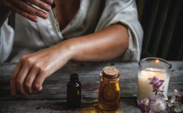 5 Etherische oliën voor vrouwen die in het dagelijkse leven gebruikt kunnen worden, waardoor je levenskwaliteit verbetert