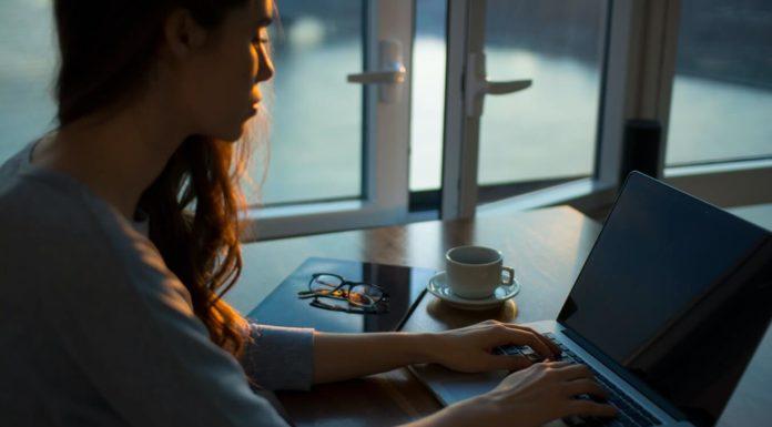 Hoe je mentale helderheid kunt behouden tijdens werk:studie met etherische oliën