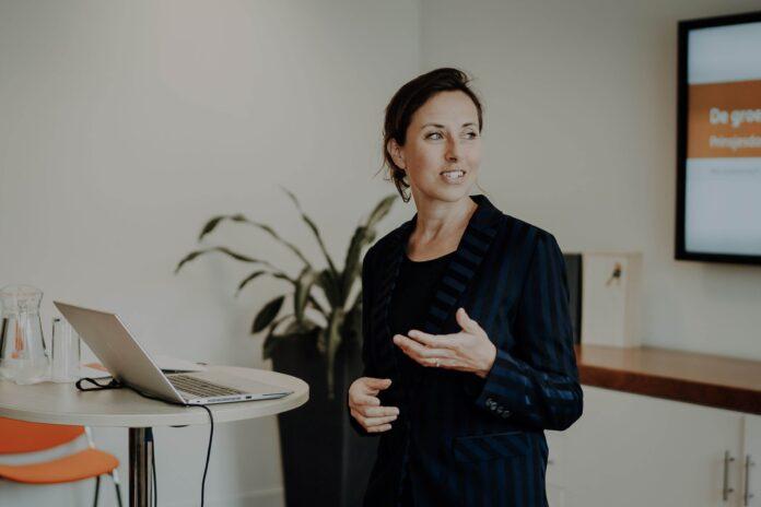 Hoofdeconoom Marieke Blom van ING Nederland wint de Vrouw in de Media Award 2020