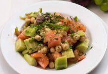 Veganistische kikkererwten salade