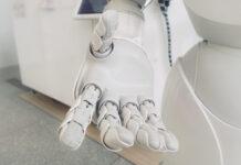 Onderzoek toont tijdbesparend potentieel kunstmatige intelligentie ouderenzorg aan